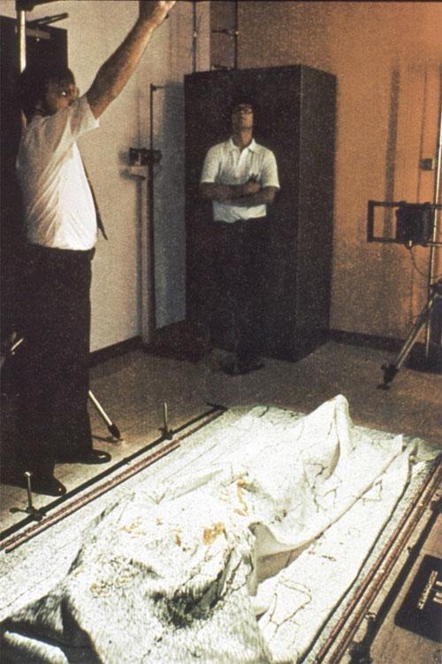 Американские ученые при помощи новейших компьютерных технологий по отпечатку с плащаницы высчитали все параметры тела Христа. А затем вылепили по ним гипсовую модель.